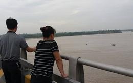 Hà Nội: Người phụ nữ mới sinh trèo qua lan can cầu Phù Đổng tự tử