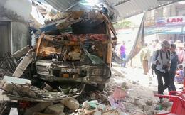 Nghệ An: Xe ben bất ngờ đâm sập quán ăn sáng bên đường, 3 người cấp cứu