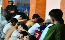 Cảnh hàng trăm học viên có tiền án, xăm trổ tràn ra đường