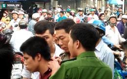 Cô gái dùng mũ bảo hiểm đánh tới tấp tên cướp giữa phố Sài Gòn
