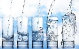 """Uống nước cũng không đơn giản: Sai lầm """"truyền kiếp"""" về uống 2 lít, tức 8 cốc/ngày"""