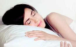 Đặt gối dưới cánh tay khi ngủ: Phương pháp đơn giản vô cùng hiệu quả cho sức khoẻ