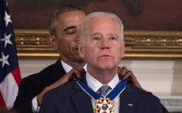 Phó Tổng thống Mỹ rơi lệ khi được Obama trao Huân chương Tự do