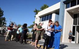 Tình người trong vụ xả súng đẫm máu: Dân Mỹ đoàn kết, xếp hàng dài hiến máu ở Las Vegas