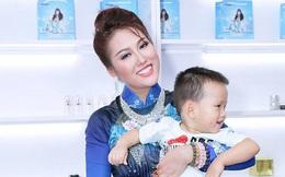 Con trai Phi Thanh Vân dạn dĩ ở chốn đông người khi đi sự kiện cùng mẹ