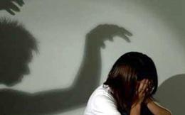 Vợ đi đẻ, chồng ở nhà hiếp dâm con riêng của vợ