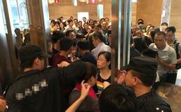 """1500 nhân viên đi viếng đám ma """"chết lặng"""" khi nhìn vào bên trong quan tài"""