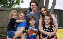 Bố dùng súng tấn công, 5 đứa con thơ dũng cảm xông vào cướp vũ khí cứu mẹ thoát chết