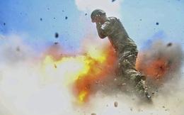 24h qua ảnh: Binh sĩ Afghanistan bị nhấn chìm trong lửa