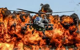 24h qua ảnh: Trực thăng tấn công AH-64D Apache trình diễn trước biển lửa