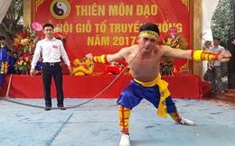 """Võ cổ truyền Việt Nam phô diễn công phu """"rợn tóc gáy"""" ở Hà Nội"""