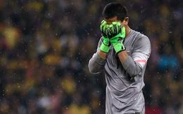 """Phản ứng không ngờ của Malaysia với thủ môn """"tội đồ"""": Thương quá, Phí Minh Long!"""