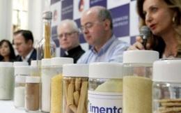 """Chính quyền thành phố lớn nhất Brazil bị chỉ trích vì phát """"thực phẩm lạ"""" cho trẻ em nghèo"""