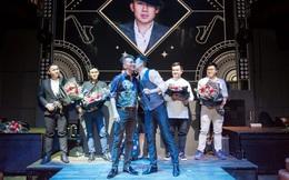 Dương Triệu Vũ liên tiếp hôn Đàm Vĩnh Hưng trước đám đông