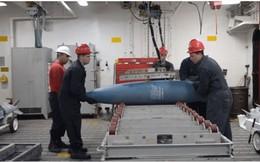 Hình ảnh hiếm: Hải quân Mỹ cất trữ bom đạn trên tàu tấn công đổ bộ như thế nào?