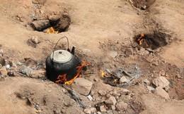 Kỳ lạ mảnh đất trống tự bốc lửa, dân làng tận dụng để nấu cơm, đun nước