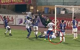 Thót tin phút 'Huỳnh Đức đệ nhị' Hà Minh Tuấn nằm bất động trên sân