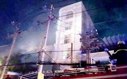 Giải cứu 7 người mắc kẹt trong đám cháy quán karaoke ở Sài Gòn