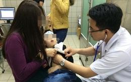 Con nhập viện vì cơn khó thở cực nguy hiểm, mẹ nghẹn ngào khi biết nguyên nhân