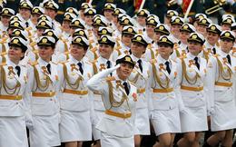 24h qua ảnh: Nữ binh sĩ Nga rạng ngời trong lễ duyệt binh Ngày Chiến thắng