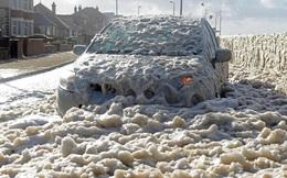 24h qua ảnh: Bọt biển phủ kín thị trấn Anh sau siêu bão Ophelia
