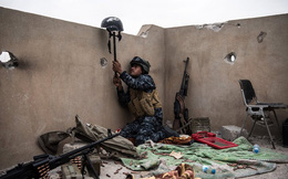 7 ngày qua ảnh: Cảnh sát Iraq dùng mũ bảo hiểm dụ lính bắn tỉa IS