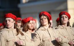 7 ngày qua ảnh: Nữ quân nhân Nga chuẩn bị cho Ngày Chiến thắng