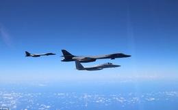 """24h qua ảnh: Bán đảo Triều Tiên """"nóng"""", Mỹ điều siêu máy bay ném bom từ Guam tới Nhật"""