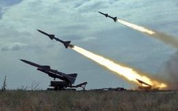 """Máy bay ném bom Mỹ chưa tham chiến nhưng đã bị tên lửa S-75 Liên Xô """"hạ gục"""""""