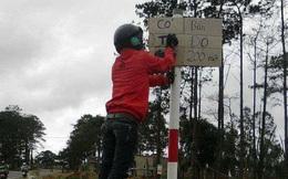 """""""Vẽ"""" biển báo có CSGT, thanh niên khiến dân mạng bức xúc"""