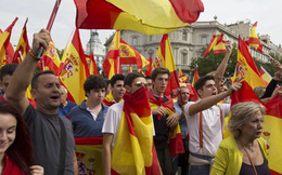 Hàng nghìn người biểu tình phản đối cuộc trưng cầu ý dân tại Catalonia
