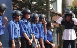 Thanh Hằng tặng mũ bảo hiểm đạt chuẩn, giúp sinh viên tự tin đội nón chuẩn ngầu