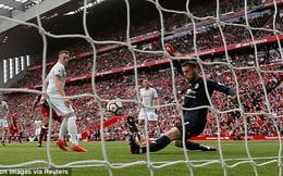 """Cái chân """"thần thánh"""" của De Gea giúp Man United sống sót tại hiểm địa Anfield"""