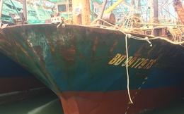 Tàu vỏ thép nằm bờ