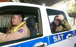 CSGT Hà Nội đưa người cơ nhỡ về quê trong đêm giao thừa