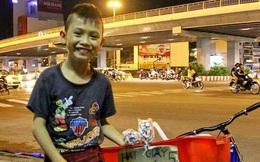 Em bé Sài Gòn bán hạc giấy và câu nói khiến người lớn nể phục