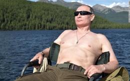 Giữa lúc Nga - Mỹ căng thẳng, ông Trump đi đánh golf, ông Putin đi tắm nắng, câu cá