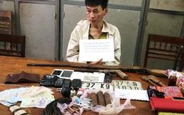 """""""Bộ sưu tập"""" vũ khí của kẻ buôn ma tuý, doạ ném mìn khi bị cảnh sát bắt"""