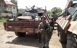 Khó tin: Lính Philippines gia cố xe bọc thép bằng... gỗ và bìa carton