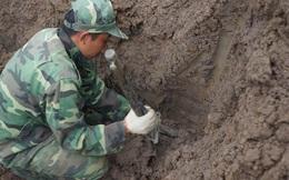 Nhiều di vật, mẩu xương được tìm thấy ở vị trí nghi mộ tập thể tại sân bay Tân Sơn Nhất