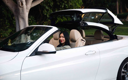 Nữ hoàng nóng bỏng Y Phụng xuất hiện bên siêu xe đắt tiền