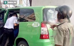 Tiểu bậy vào xe taxi, người đàn ông bị 2 tài xế đánh nhập viện