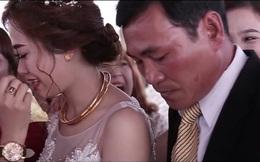 Clip: Cha bật khóc trong đám cưới con gái khiến bao người thổn thức