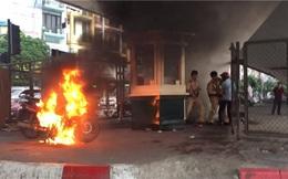 Nam thanh niên đốt xe trước mặt CSGT: Vì tiền phạt đắt hơn xe