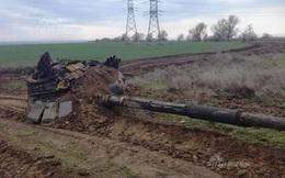 """""""Đọ sức"""" với cột điện cao thế và cái kết thảm khốc dành cho xe tăng Nga"""