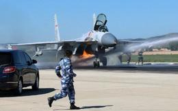 """Tiêm kích J-15 tham dự duyệt binh kỷ niệm 90 năm thành lập PLA """"cháy như bó đuốc"""""""