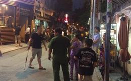 Công an nổ súng khống chế đối tượng cầm dao chống đối giữa Sài Gòn