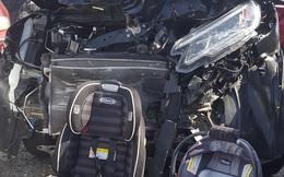 Xe hơi đâm nát tươm, bà mẹ đã cứu sống 2 con nhờ một việc không được bỏ