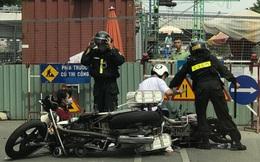 """Cảnh sát cơ động """"lên gối"""" nam sinh ở SG bị đình chỉ, Trung đoàn PK20 nói không bao che"""