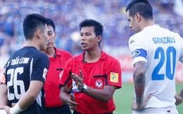 """Đuổi trọng tài nước ngoài đi, hoặc """"ngoại hóa"""" toàn phần bóng đá Việt Nam"""